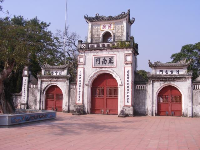 Cổng chính quần thể đền Trần - Nam Định